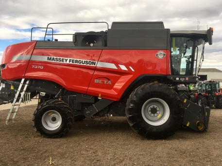 Massey Ferguson MF7370 Beta Combine