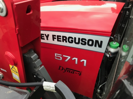 Massey Ferguson - 5711 & MF FL.3717X LOADER - photo 4